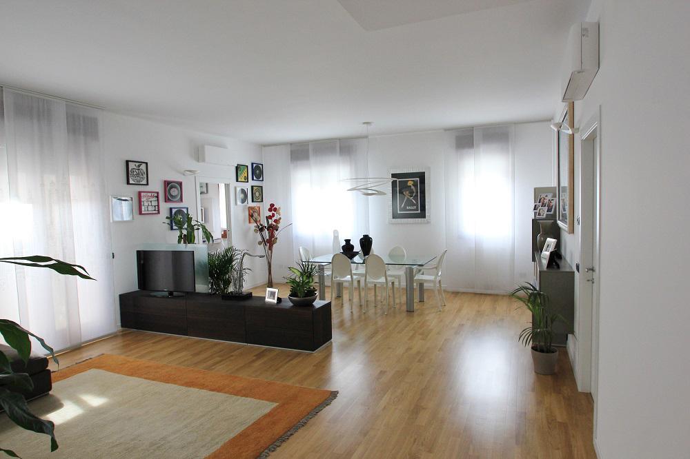 Esempi arredamento moderno per appartamento restelli for Appartamento sinonimo