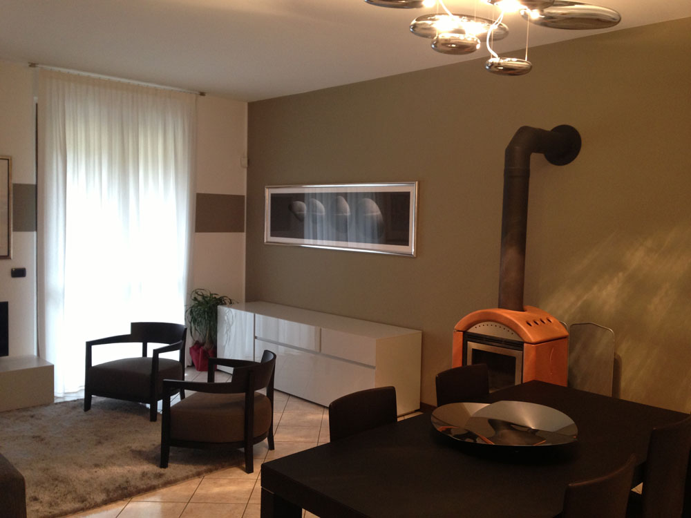 Arredamento soggiorno moderno con stufa